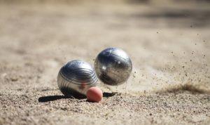 Cochonnet et boules de pétanque
