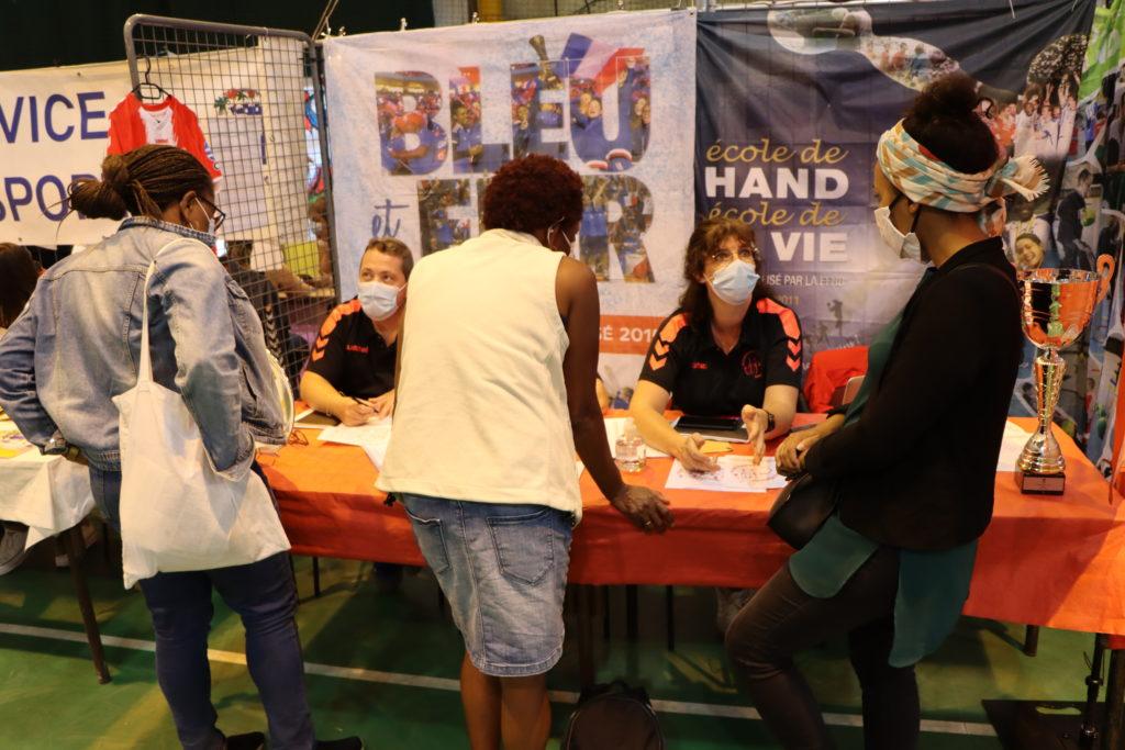 Ecole de Hand au forum des associations de Montfermeil